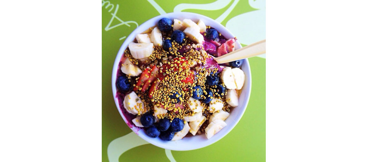 Acai bowl muesli healthy
