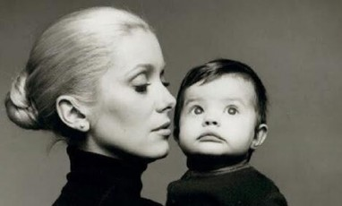 Caterine Deneuve with her daughter