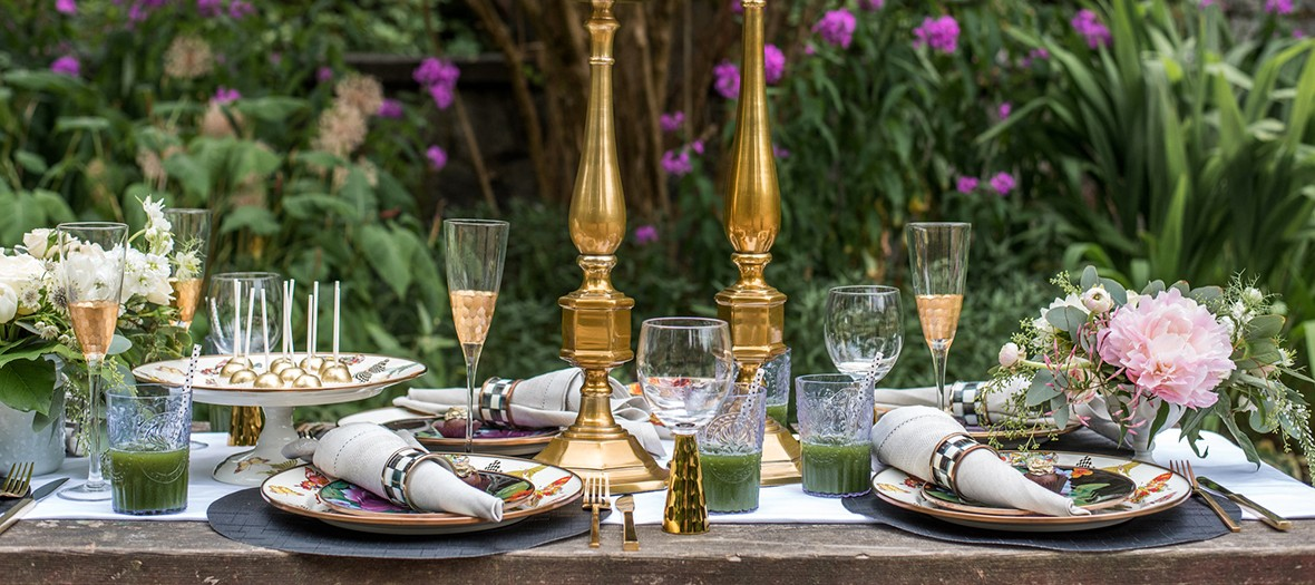 Table de repas dans un jardin