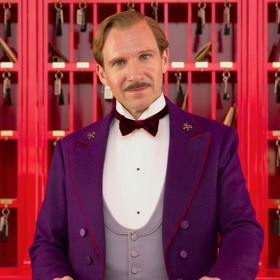 Ralph Fiennes dans le film Grand Budapest Hotel