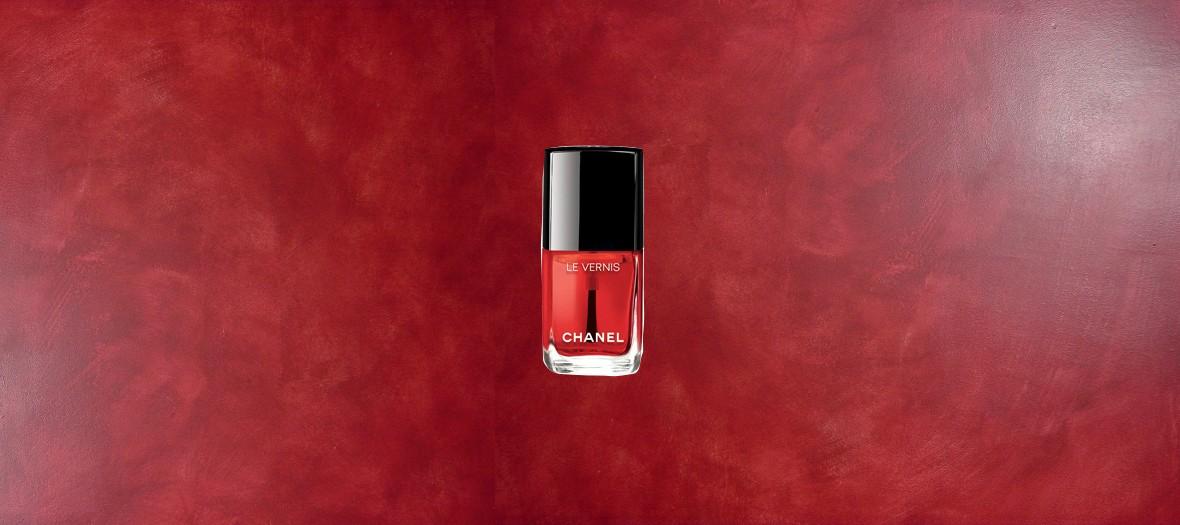 Vernis semi transparent rouge Chanel