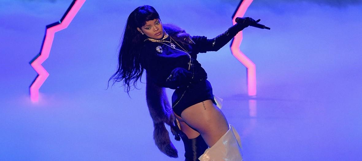 Rihanna sur scene durant les MTV music awards