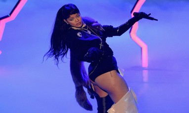 Rihanna on stage for the MTV show