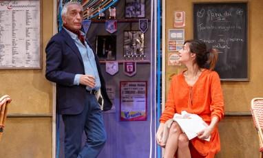 Gérard Darmont sur une scène de Théâtre
