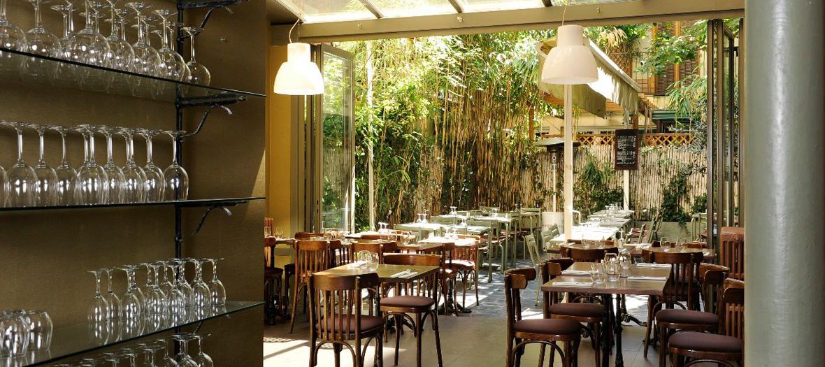 Ambiance de la terrasse planquée du restaurantSquare Marcadet