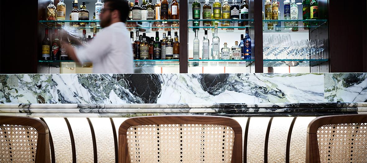 L'ambiance bar à cocktail du restaurant Clover Grill de Jean François Piège