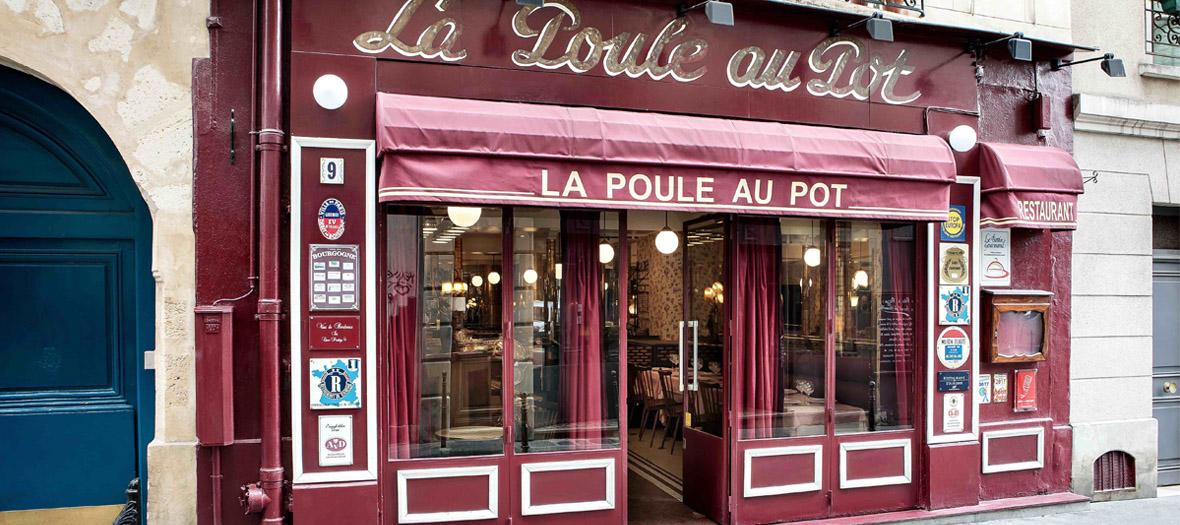 Facade and showcase of the restaurant La Poule au Pot