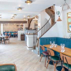 La Décoration interne de La Bouteille d'or Le plus vieux restaurant de Paris