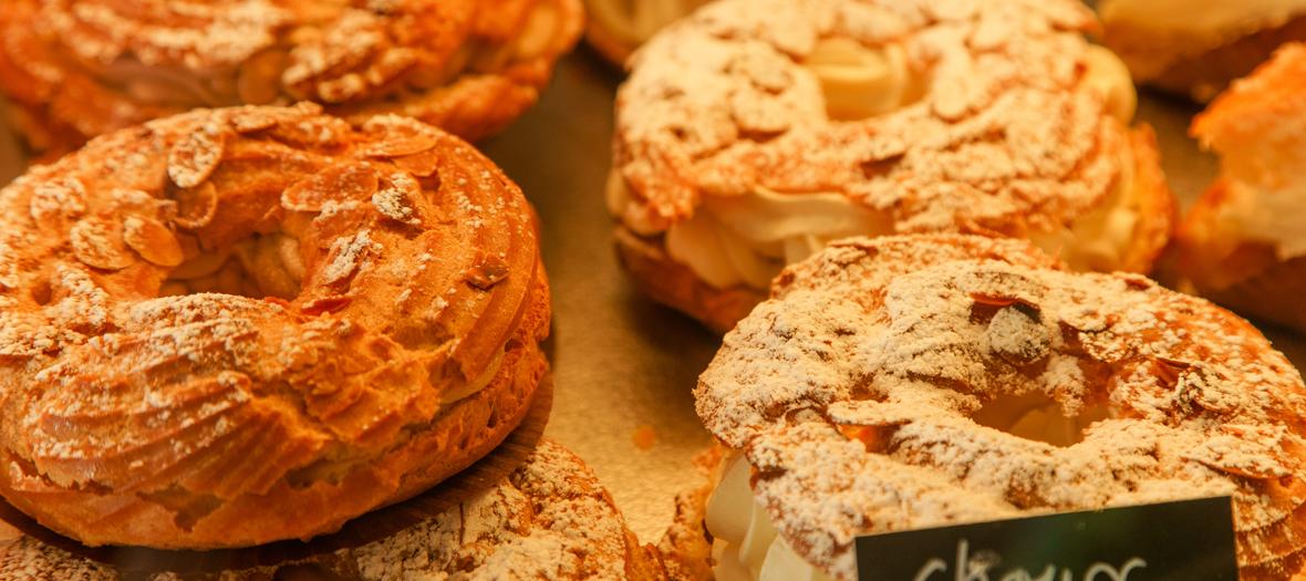 gateaux paris-brest dans une boulangerie
