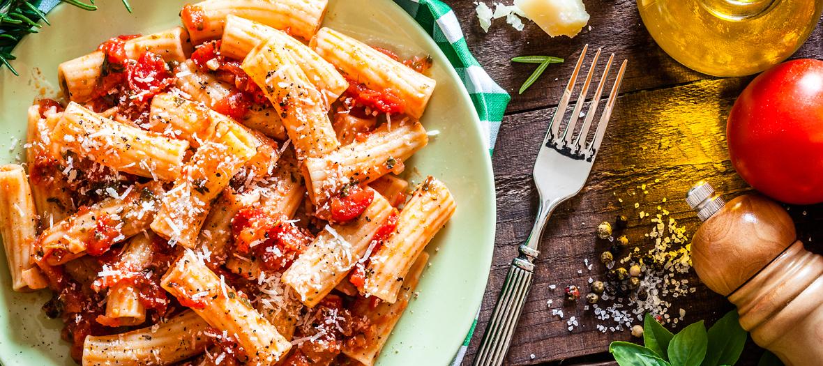 plat de pates, rigatoni et tomates
