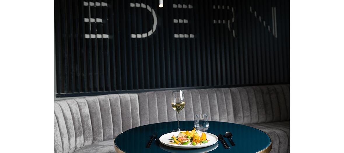 Banquette et table de chez Edern