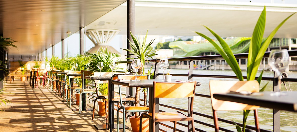 Pansoul restaurant terrace on the banks of the Seine in Paris