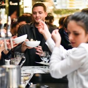 Ambiance au nouveau bar du restaurant Vivant du chef Pierre Touitou