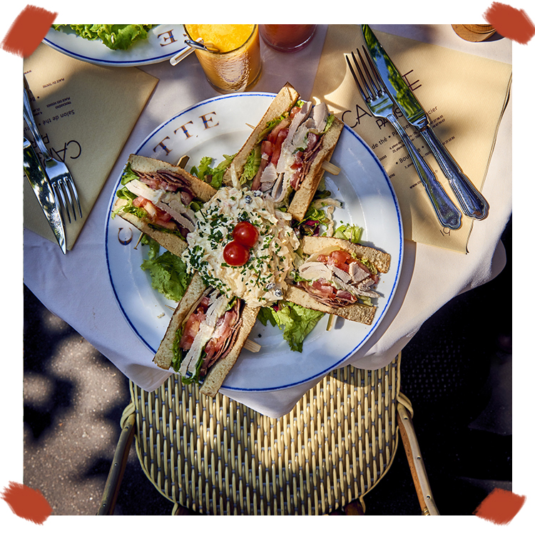 Le Club sandwich jambon, emmental, oeuf mimosa et salade