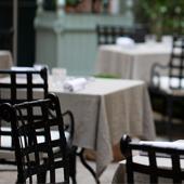 Le jardin du restaurant Le Clarence à Paris