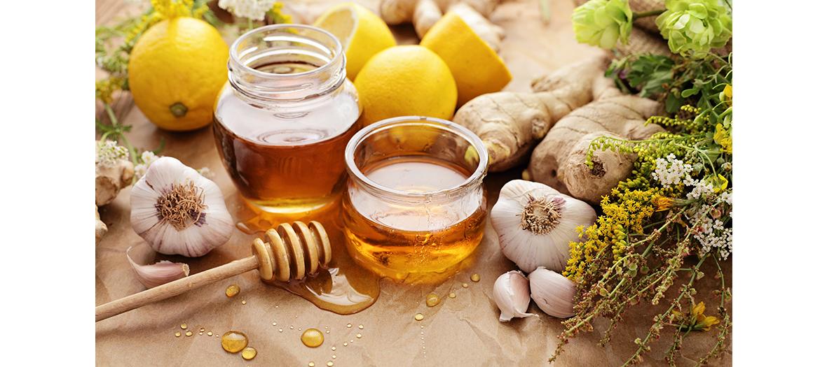 Remede naturel contre la toux avec de l'ail et du miel de thym