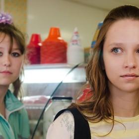 Série avec Molly Windsor et Ria Zmitrowicz