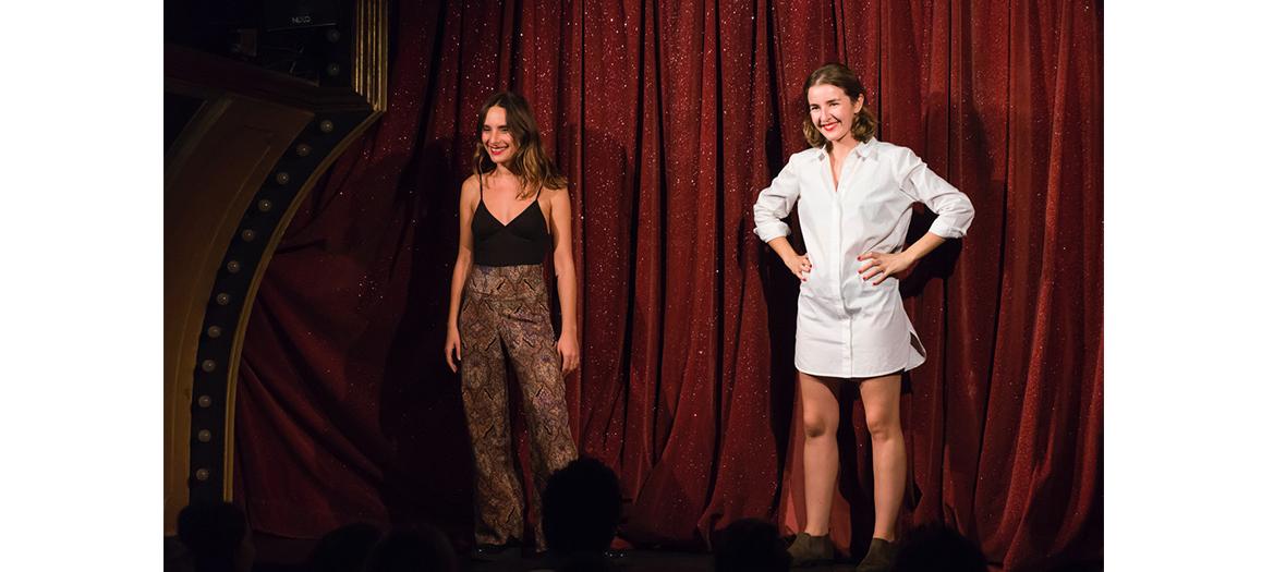 scene de la piece de theatre Sexpowerment avec Claire Assali et Lisa Wisznia