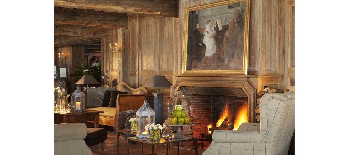 salon cosy avec cheminée