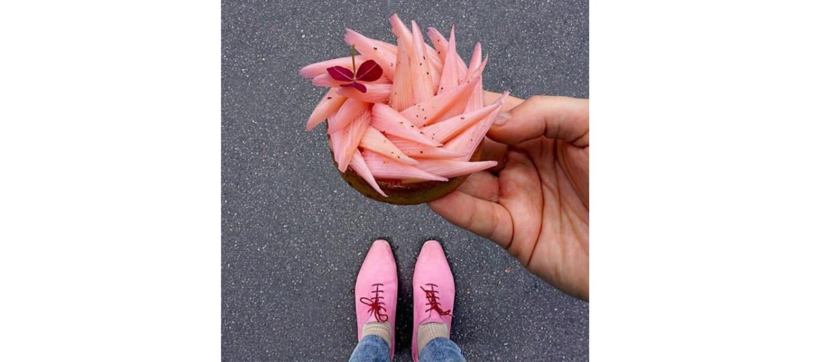 Photo patisserie avec chaussures de la meme couleur
