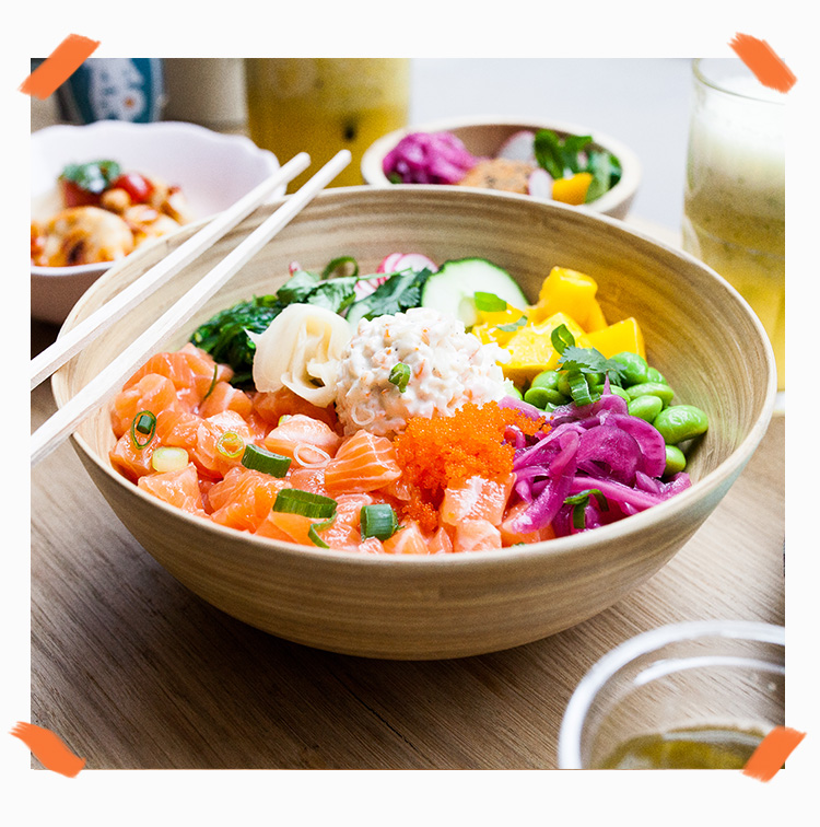 Poke bowl saumon, mangue, concombre
