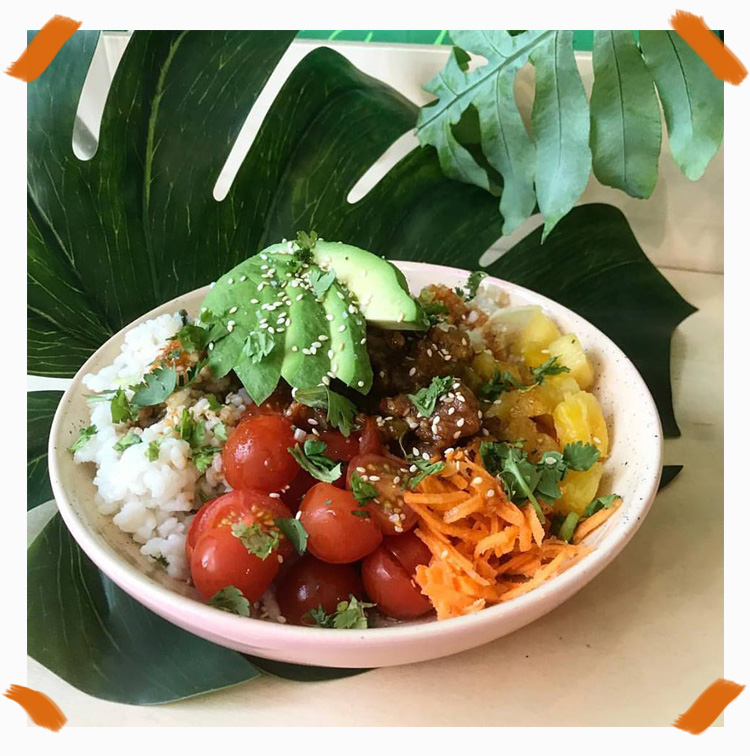 Aloha Poke Bowl with tomatos, carots, rice, parsley