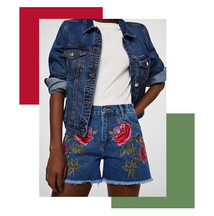 Short en jean avec fleurs brodées