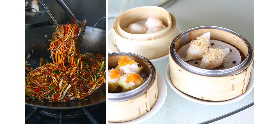 Stand du street food asiatique avec nouilles et raviolis chinois