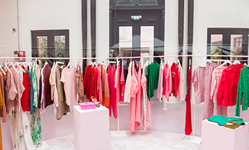 Merci launches its pink paradise under a bubble of chewing-gum