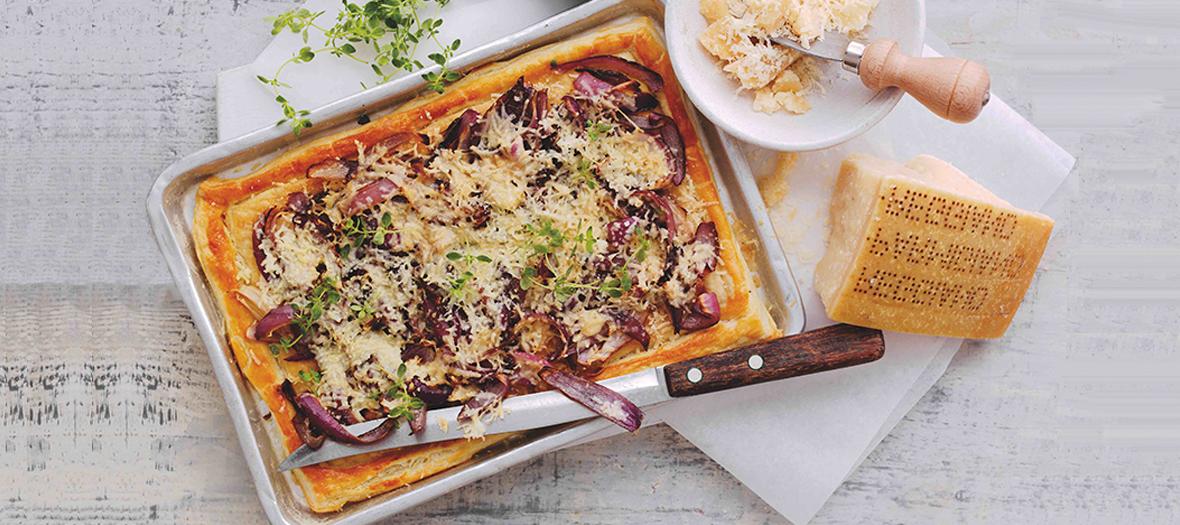 Tarte au Parmigiano Reggiano, thym et oignons rouges
