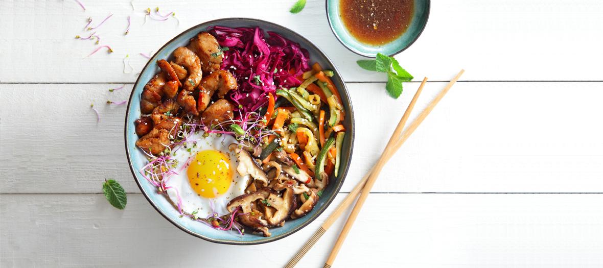 Recette bibimbap coréen au poulet et aux oeuf