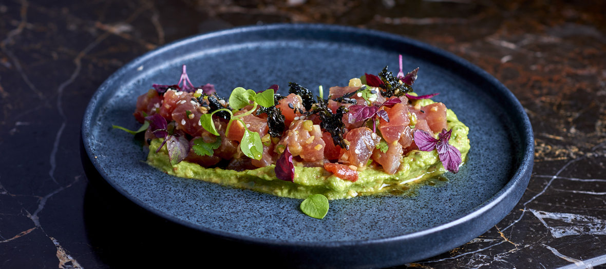 la recette du tartare de thon rouge avec guacamole pic du restaurant le drugstore. Black Bedroom Furniture Sets. Home Design Ideas
