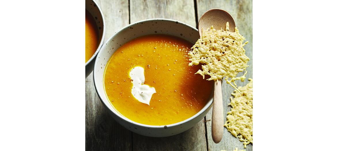 soupe avec camembert, potimarron, carottes et celeri rave