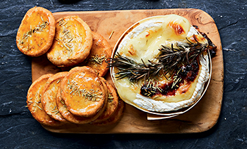 A roasted camembert with shortbread cookies