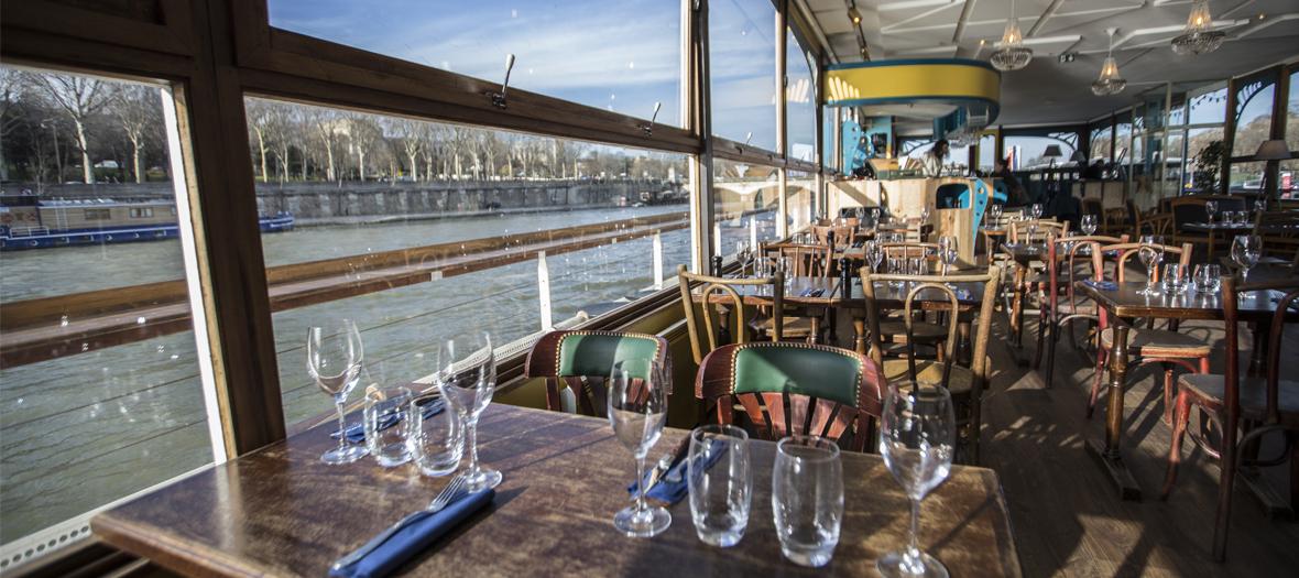 Péniche-resto sur la Seine