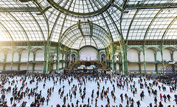 Patinoire geante au Grand Palais a Paris