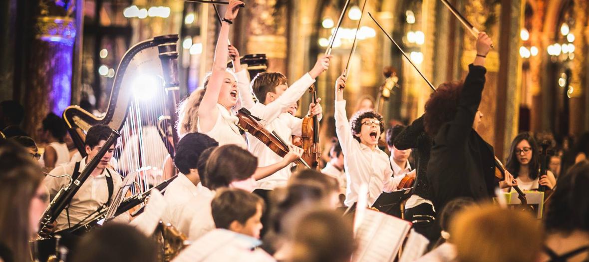 Concert orchestre symphonique avec 500 enfants musiciens
