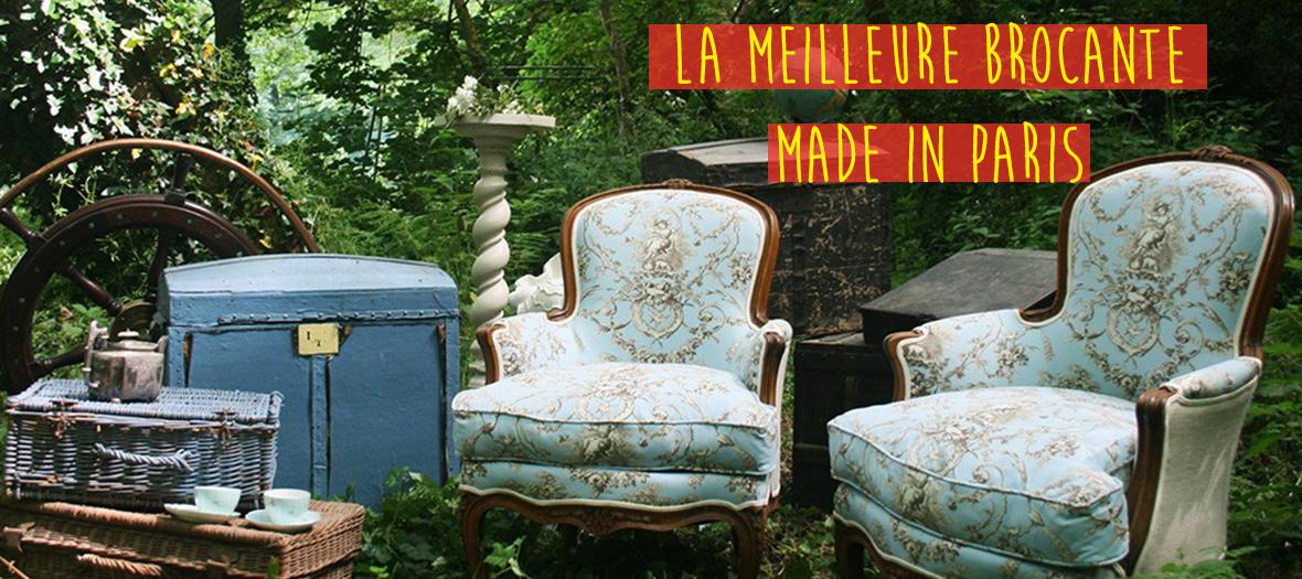 Mobilier et fauteuil d'une brocante dans la nature