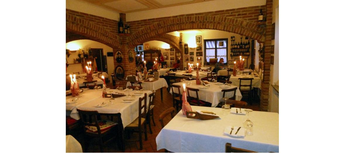 tables de la taverne d'Ostu Di Djun