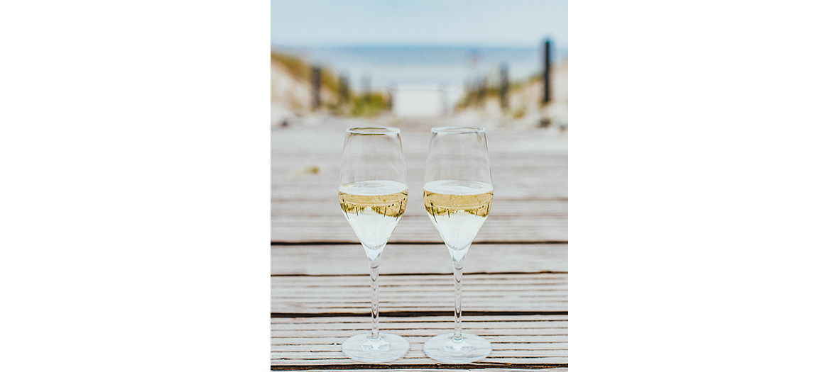 crémants bordelais glasses on pontoon on a beach at Cap Ferret in France