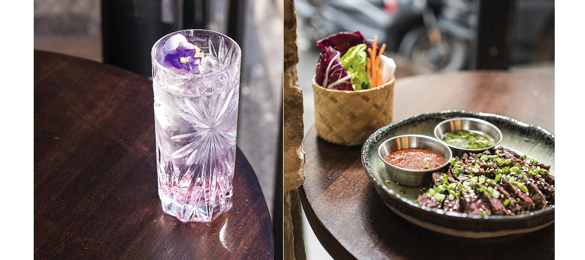Cocktail et plat avec des lamelles de boeuf grillées