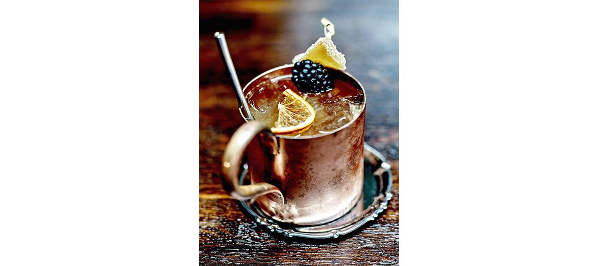 Cocktail Aigre-Doux & Pétillant avec du Cognac Merlet Brothers Blend au Beurre de Cacao Bio Shrub Betterave Bio-Merlot Bio Verjus, Spanish Bitters, Champagne Blanc de Blancs, Nigelle