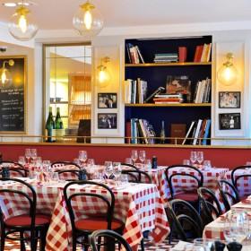 Salle de restaurant de la rotisserie d'argent à Paris