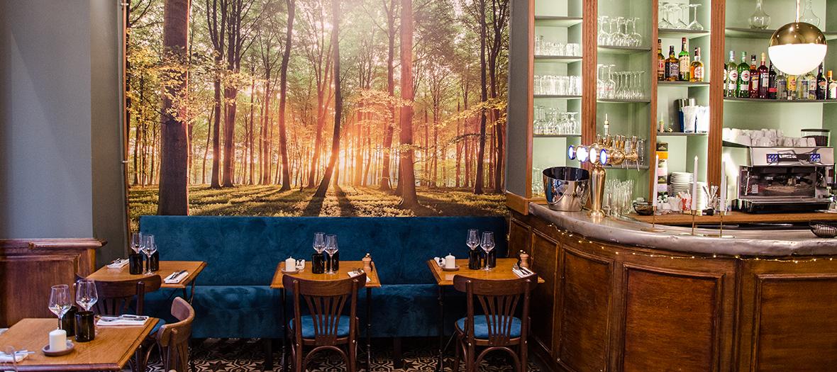 Salle intérieure avec décoration du restaurant le Covert à Paris