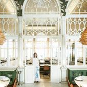 Portrait de Liza Asseily et ambiance intérieur du restaurant Liza