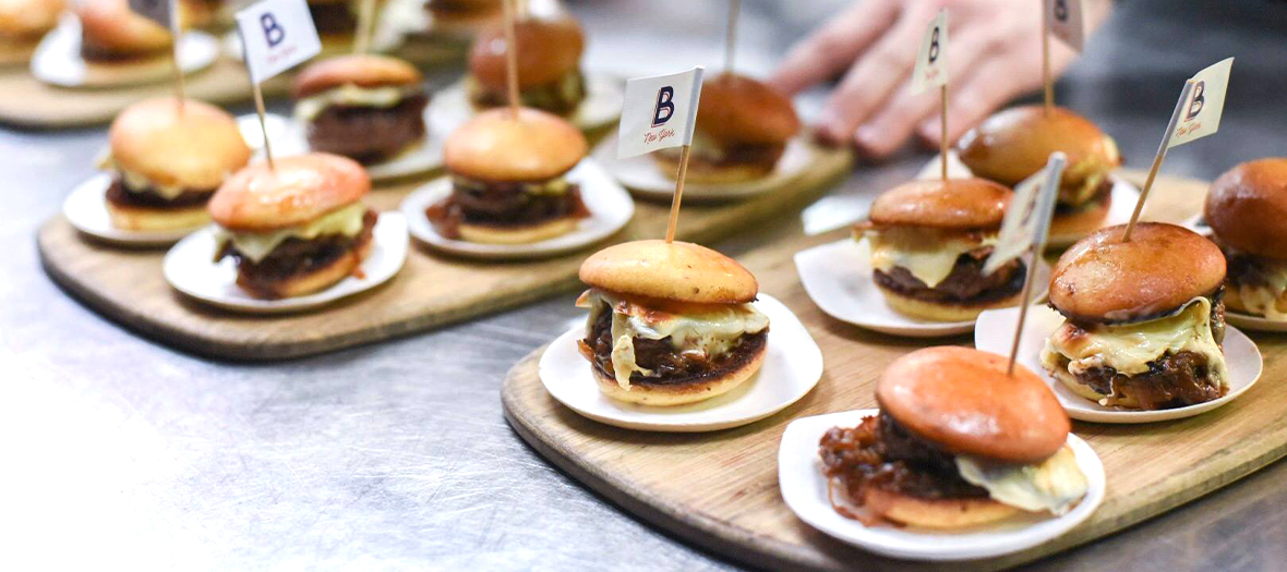 Plats de menu big-mac, mini-burgers, anti-junk-food d'Alain Ducasse