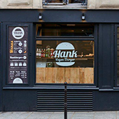 Facade and showcase of the Bio Hank restaurant