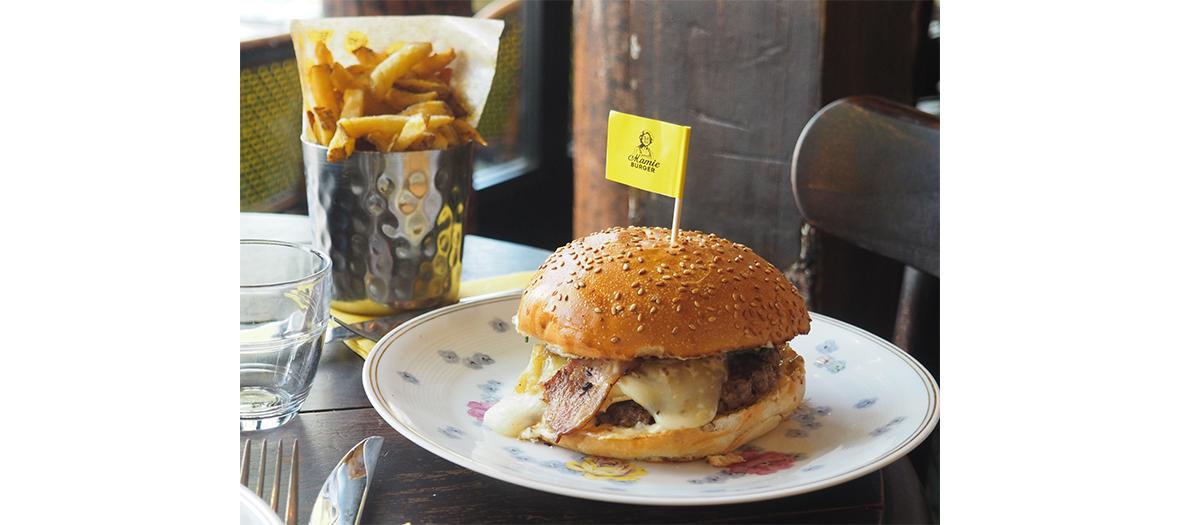 Plat de burger et frite du restaurant Mamie Burger