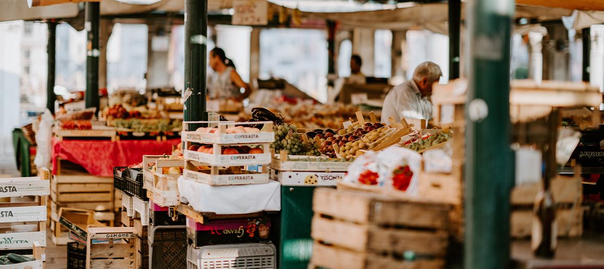Raisins, Pommes, Tomates, Aubergines, courge, Abricot, Figue, Fraise chez Joël Thiebault au Marché du President Wilson