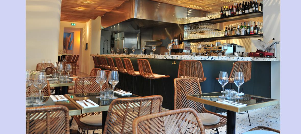 Ambiance intérieur et bar du Restaurant italien Supernova dans le Marais
